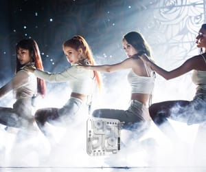 k-pop, solar, and hwasa image