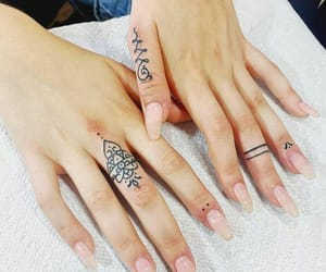 tattoo, fingers, and henna image