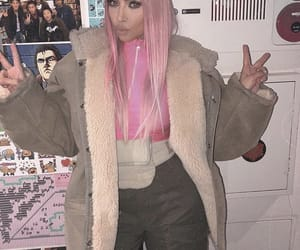 kim kardashian, kim k, and pink hair image