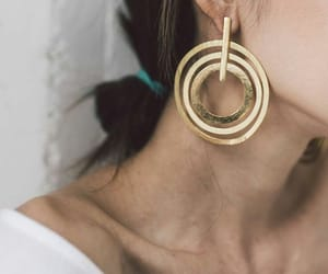 jewellery and ear rings image