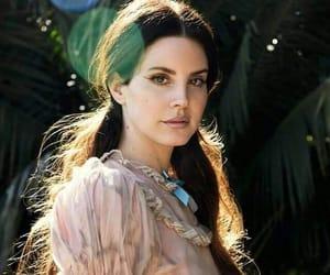Lana del Rey con estilo.