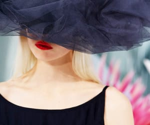 noir, rouge à levres, and chapeau image