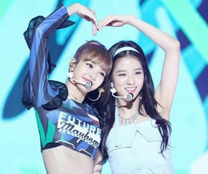 blackpink, kim jisoo, and lalisa image