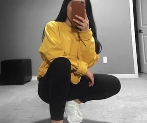 amarelo, outfit, and shoes image