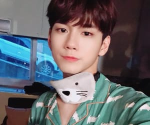 wanna one and seongwu image