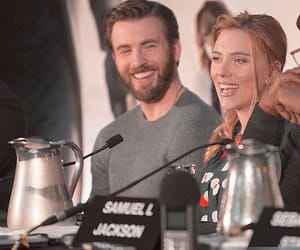 chris evans and Scarlett Johansson image