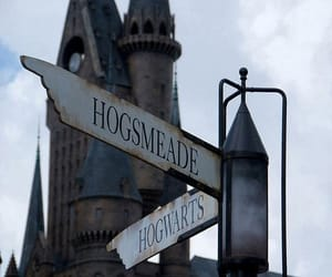 hogwarts, harry potter, and hogsmeade image