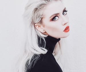 allison harvard, beauty, and chic image