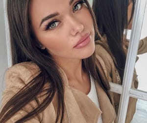 beuty, face, and blue eyes image