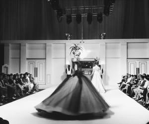 fashion, model, and pasarela image