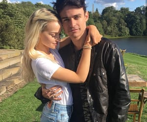 dove cameron, couple, and blonde image
