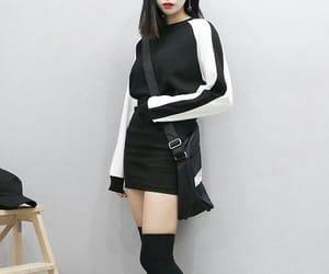 ulzzang, black, and girl image