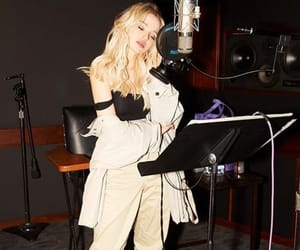 dove cameron, fashion, and girl image