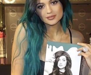 blue hair, lips, and kardashian image