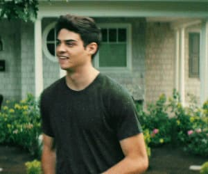 couple, gif, and noah centineo image