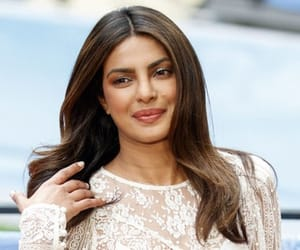 celebrities, priyanka chopra, and sexy image