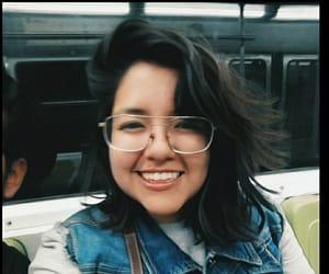 anteojos, metro, and sonrisa image