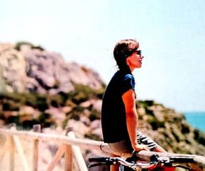 bicicleta, bike, and thinking image