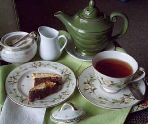 green and tea image