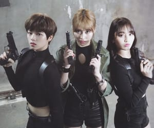 twice, momo, and jihyo image