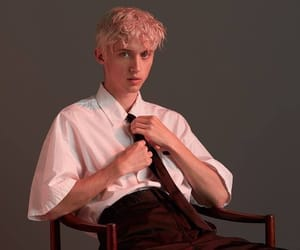troye and sivan image