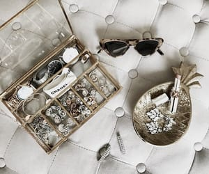 accessories, jewelry, and sunglasses image
