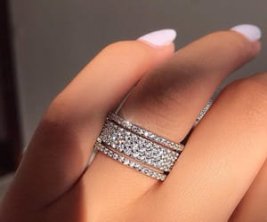 hand and finger ring image