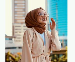 hijab, بُنَاتّ, and محجبات image