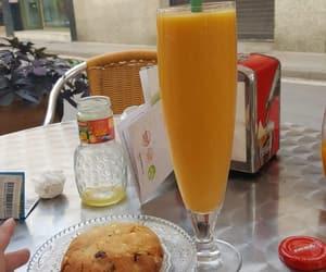 breakfast, zumo de naranja, and cookie image