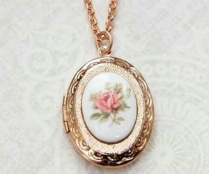 aesthetic, necklace, and vintage image