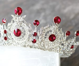 Immagine di Queen, princess, and red