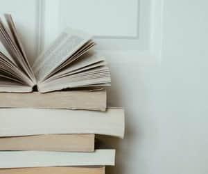 books and ﺍﻗﺘﺒﺎﺳﺎﺕ image