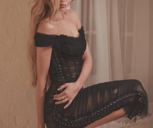 model and stella maxwell image