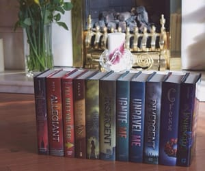 books, unravel me, and shatter me image