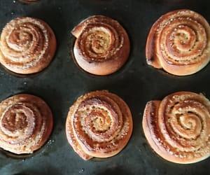 autumn, Cinnamon, and cinnamon rolls image