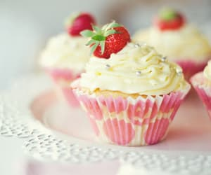 cupcakes, strawberries, and fresas image