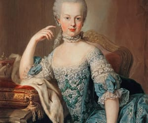marie antoinette and painting image