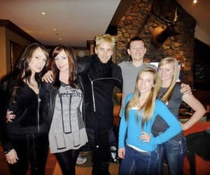30 seconds to mars, chester bennington, and fan image