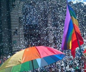 marcha gay medellin image