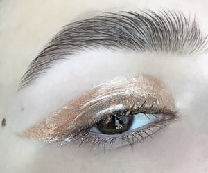 make up, eyemakeup, and goldmakeup image