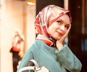 beauty, girly, and hijab image