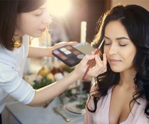 article, beauty services at home, and salon services at home image