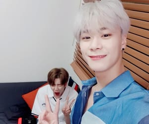 kpop, mj, and astro image