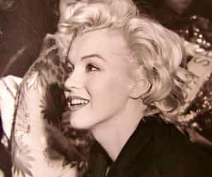 Marilyn Monroe, blonde, and black and white image