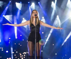 cantando, cantante, and concierto image