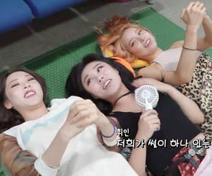 behind the scene, moonbyul, and wheein image