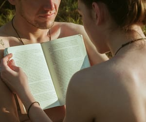 couple, libros, and teenagers image
