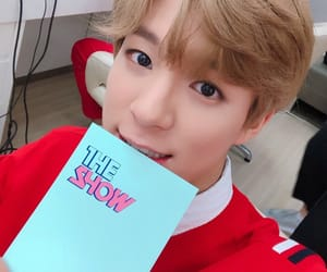 lee jeno, nct, and 이제노 image