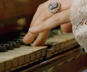 piano and aesthetic image