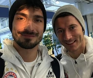 robert lewandowski and mats hummels image